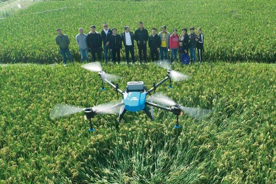 同样是智能农机,植保无人机为何能短短几年内迅速普及?