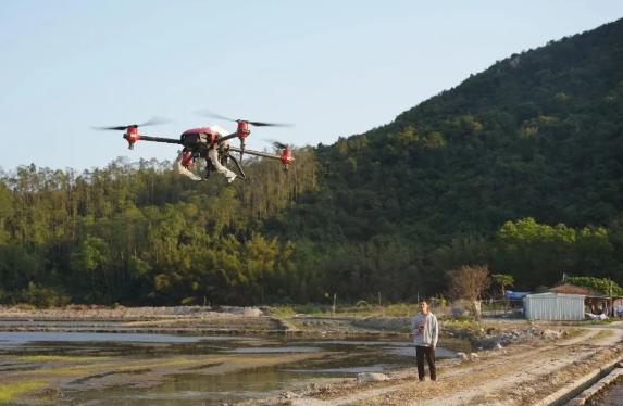 极飞:无人机撒下春天的种子,他们播下乡村振兴的希望