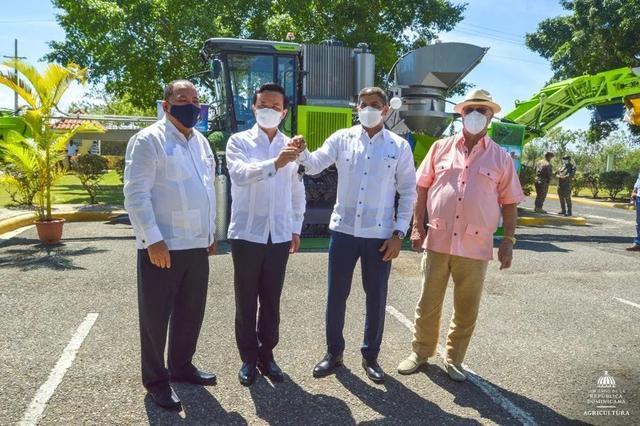 湖南向多米尼加捐赠中联重科甘蔗收获机正式交付